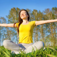cours de yoga estival en plein air